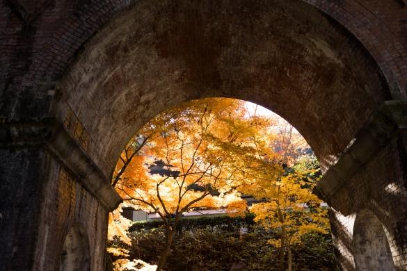 南禅寺にて④ 水路閣から覗く紅葉