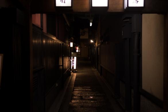花見小路通にて① 路地