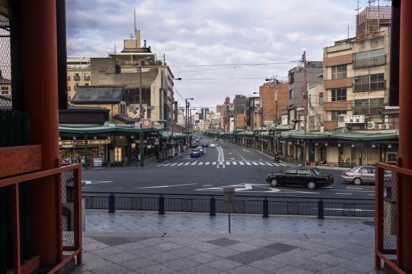 八坂神社にて⑤ 八坂神社から見た四条通り